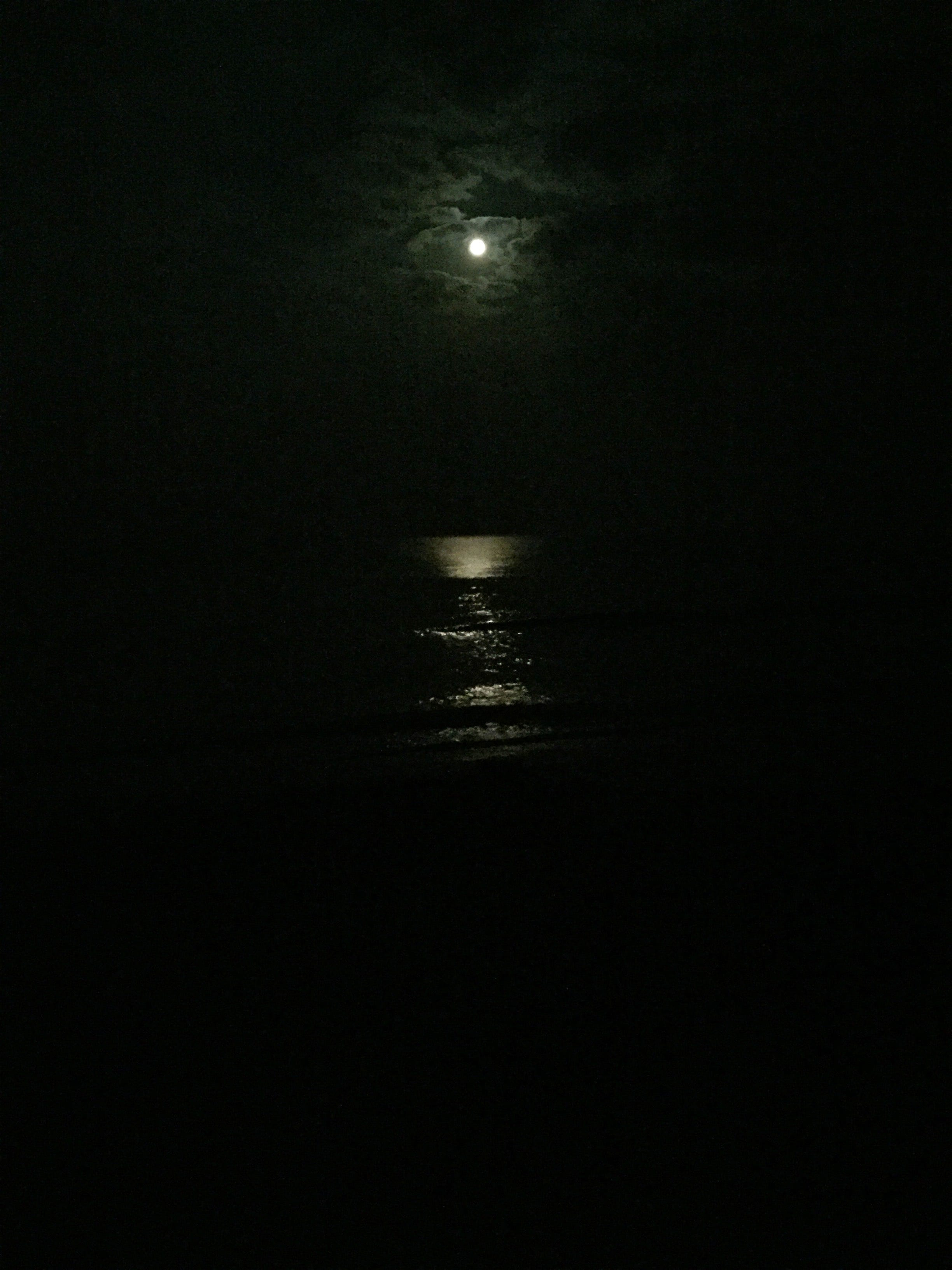 full-moon-sea